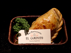 アルゼンチンのミートパイ Empanada Argentine pie filled with beef,onion,olive and eggs